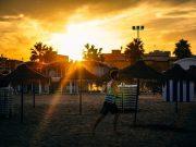 Hardlopen in de zon, heerlijk aan het strand